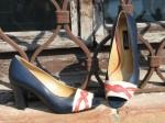 """Pantofi eleganti """"Rossi"""", realizati din piele naturala interior, exterior. Inaltimea tocului este de 7 cm.  Acoperisul de brant al pantofilor este prevazut cu un buret special ceea ce ii face extrem de comozi. Pantofii se pot realiza si din alte combinatii de culori.  Marimi 35-41"""