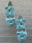 """Sandale """"Lulu Turcoaz"""" cu platforma, realizate din piele naturala interior, exterior. Inaltimea tocului este de 13 cm, inaltimea platoului este de 3 cm, rezultand o inaltime de 10 cm. Acoperisul de brant al sandalelor este prevazut cu un buret special ceea ce le face extrem de comode. Acestea se pot realiza si din alte culori. Marimi 35-40. Sunt sandalele ideale: inalte, dar in acelasi timp comode si moderne."""